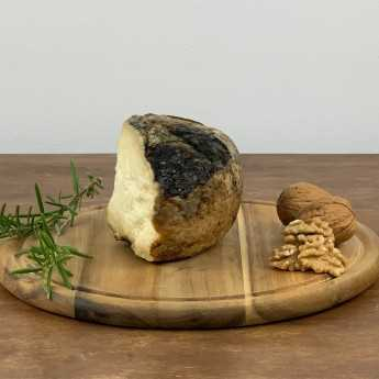 <h5>Mit Walnussblättern In Barrique Gereifter Pecorino-Käse.</h5>
