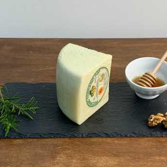 <h5>Slightly Aged Tuscan Pecorino Cheese PDO.</h5>