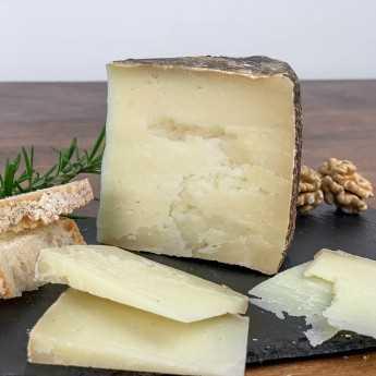 <h5>Aged Tuscan Pecorino Cheese PDO.</h5>