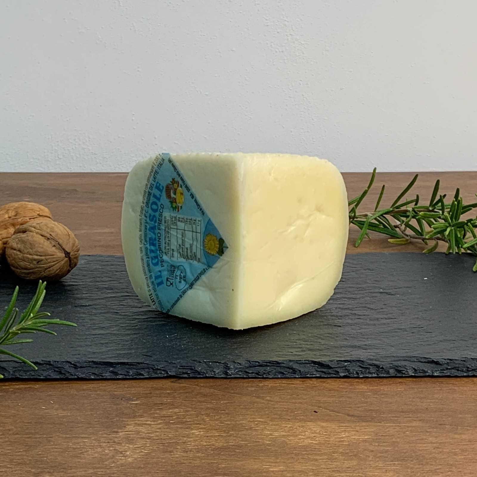 Frischer toskanische Pecorino-Käse.