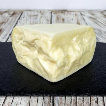 """""""Giovane"""" Frischer Pecorino-Käse ist ein weicher und leicht streichfähiger Käse, der in Italien mit hochwertigen Zutaten und ausschließlich aus italienischer Schafsmilch hergestellt wird. Sein intensiver und gleichzeitig delikater Geschmack macht ihn sehr vielseitig in der Küche, kann aber auch roh gegessen werden."""