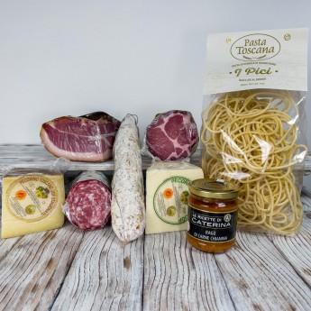 """Die Verkostungsbox - """"I Sapori Della Valdichiana"""" besteht aus einer Auswahl an Produkten für insgesamt ca. 4,2 kg. Perfekt für die Zubereitung einer riesigen Platte mit toskanischem Aufschnitt und Käse als Vorspeise und """"Pici"""" mit Chianinafleisch Sauce, einem hochwertigen ersten Gang."""